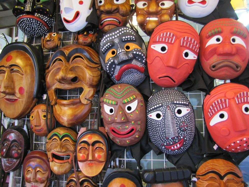 mask-515257_1280
